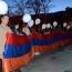 В Ялте в память жертв Геноцида армян выпустили в небо 200 белых воздушных шаров