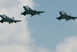 Syrian jets kill 34 in air strikes on Islamist-held town: monitor