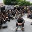 Сотрудники ереванского завода «Наирит» начали двухдневный сидячий пикет с требованием выплатить им зарплату