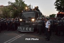 Полиция убрала водомет с заблокированного проспекта Баграмяна в Ереване и надеется на благоразумие демонстрантов