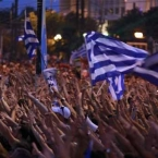 Tens of thousands of Greeks gather for bailout vote rival rallies