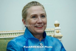 Hillary Clinton agrees to hand over private email server to FBI