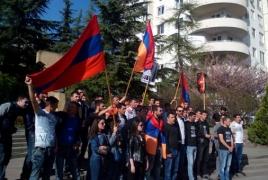 Անտեսելով Վրաստանի իշխանության հորդորը, մի խումբ ցուցարարներ բողոքի ակցիա են անցկացրել Թուրքիայի դեսպանատան մոտ