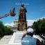 Ճարտարապետները՝ Նժդեհի արձանի մասին. Տոտալիտար համակարգերի էսթետիկա, ռեալիզմ, խիստ սիմետրիկություն