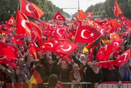 10.000 Turks rally to protest Berlin's recognition of Armenian Genocide