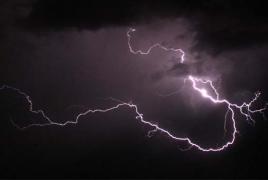 От ударов молнии за ночь в Индии погибли 45 человек