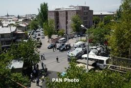 Захватившие здание полиции в Армении освободили одного из заложников
