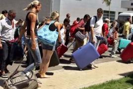 Российских туристов эвакуируют обратно из Турции