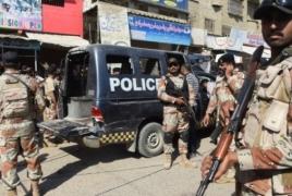 25 dead as suicide bombing hits Pakistan mosque