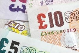 Курс британского фунта впервые опустился ниже евро