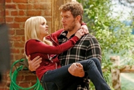 Chris pratt sweeps anna faris off her feet in his 1st look on mom chris pratt sweeps anna faris off her feet in his 1st look on mom voltagebd Image collections