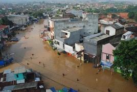 Более 100 тысяч человек покинули свои дома из-за наводнения в Индонезии