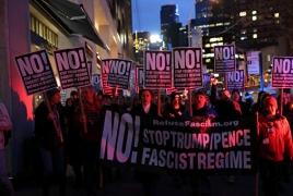 В Нью-Йорке на митинг против Трампа вышли  мэр и голливудские актеры