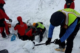 Italy rescue teams looking for signs of life under avalanche