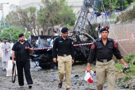 Seven dead at Pakistan court as three suicide bombers attack