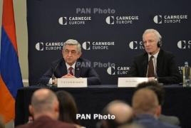 Саргсян в в Брюсселе: Карабах движется к демократии, Азербайджан - к абсолютному авторитаризму