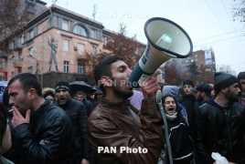 "Armenia parties suspend election campaigns after ""bread bringer"" death"