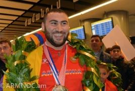 Армянские тяжелоатлеты вернулись с ЧЕ: Мы знали, что едем за медалями