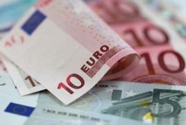 Britain must settle EU divorce bill in euros: document
