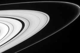 NASA's Cassini to take slingshot dive inside Saturn's rings