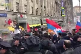 В Москве армяне и азербайджанцы подрались во время шествия «Бессмертного полка»