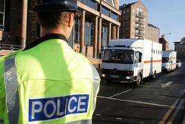Вооруженный мужчина держит заложников в центре занятости в Ньюкасле