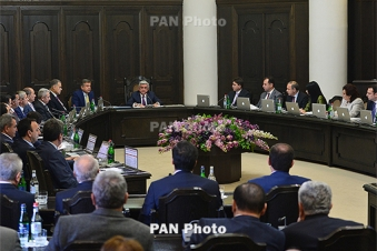 Armenia president says fully trusts current government, PM Karapetyan