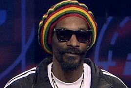 Snoop Dogg не удержался и скачал новый альбом JAY-Z нелегально