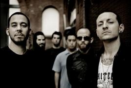 Linkin Park выпустила клип о Честере Бэннингтоне и даст концерт памяти вокалиста