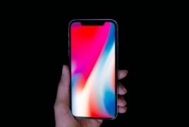 Еще один дефект iPhone X: На дисплее появляется зеленая полоска