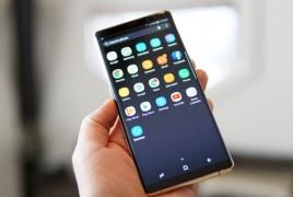 Samsung разрабатывает компактный безрамочный смартфон
