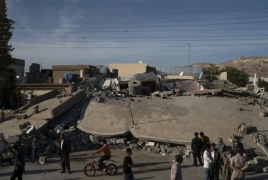 Rescuers dig through wrecked buildings for Iran-Iraq quake survivors