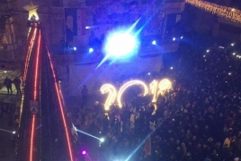 Armenian community puts up Christmas tree in Aleppo