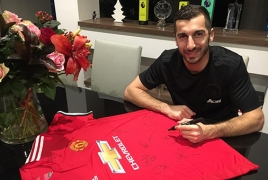 Mkhitaryan donates Man United shirt to kids fighting cancer in Armenia