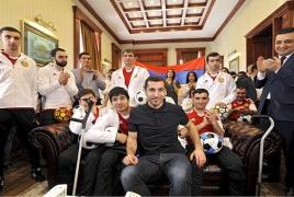 Henrikh Mkhitaryan donates car to rehab center for soldiers