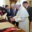 Президент Армении подарил Папе римскому серебряную миниатюру церкви Сурб Гаяне