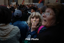 Demonstrators force their way into Armenia radio building