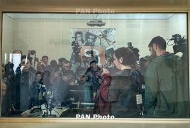 Armenia: Civil Contract demonstrators leave radio building