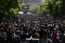 В Ереване протестующие против премьерства Саргсяна проводят марш по улицам города (Обновляется)
