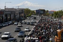 В Ереване молодые люди в военной форме присоединились к акциям протеста
