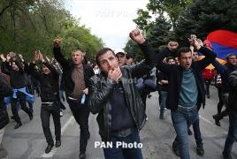 Армяне осадили редакцию «Комсомолки», потребовали извинений от Леонтьева и Юрьева
