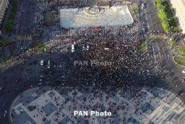 Опрос: 97% одобряют свершившуюся в Армении революцию как метод смены системы власти