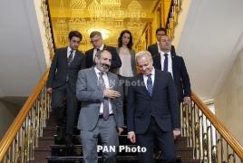 Пашинян поздравил Путина и Медведева с Днем России