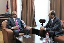 МИД Армении и НКР считают важным восстановление трехстороннего формата переговоров по Карабаху