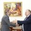 Премьер Армении встретился со спасшим десятки людей пловцом Шаваршем Карапетяном