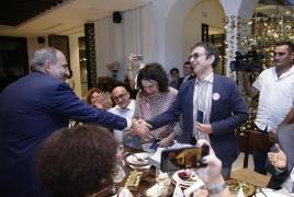 Атом Эгоян и Арсине Ханджян вновь получили паспорта Армении