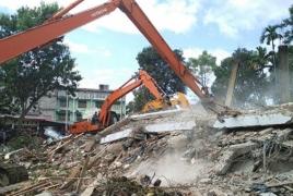 Жертвами землетрясения и цунами в Индонезии стали более 380 человек