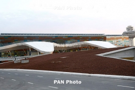 Armenia: Zvartnots airport employees support PM Pashinyan