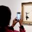 Бэнкси: Картина на аукционе должна была самоуничтожиться полностью, но шредер сломался