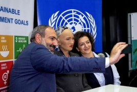 Sophia the Robot shares photo with Armenian PM